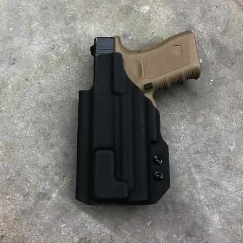 iwb_holster_glock19_surefire_xc1_2